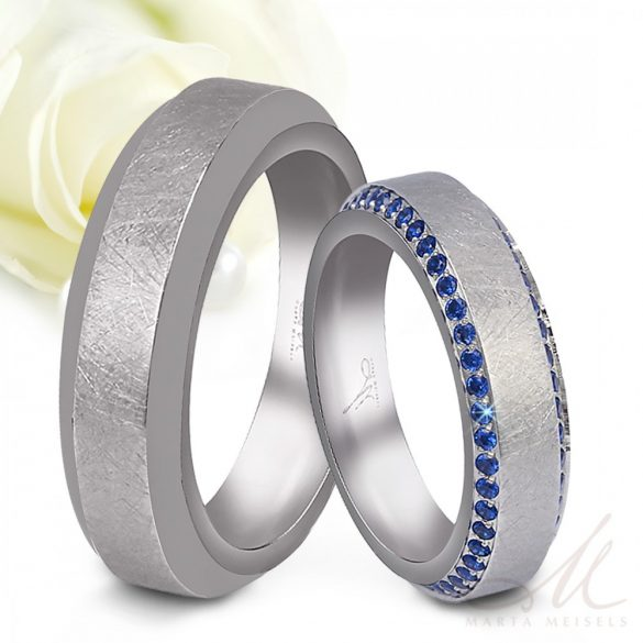 Különlegesen szép, modern stílusú nemesacél Női karikagyűrű 2 sorban zafírkék kristályokkal kirakva KG-TZ-N0104BW